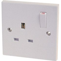 Dencon 13A Single Switched Socket Outlet To Bs1363 Pre-Packed