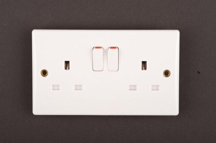 Dencon Slimline Switched Socket Outlet to BS1363 13A 2 Gang