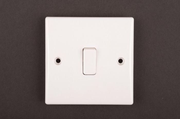 Dencon Slimline 10A 1G 2way Switch to BS3676