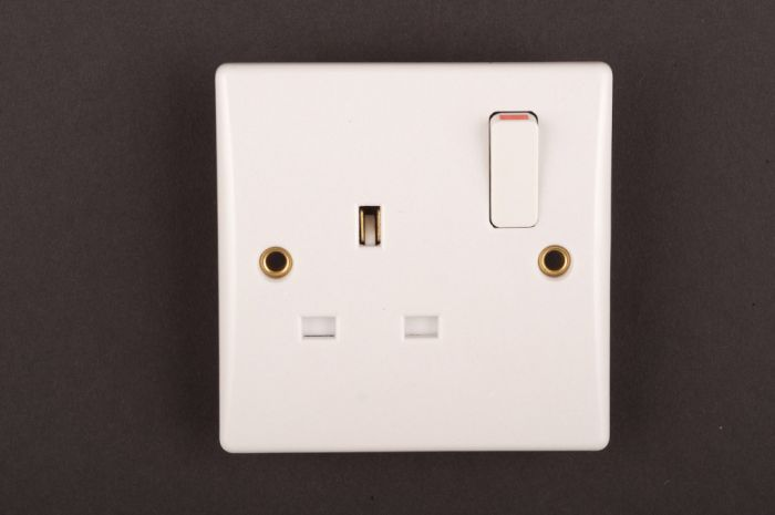 Dencon Slimline 13A Single Switched Socket Outlet to