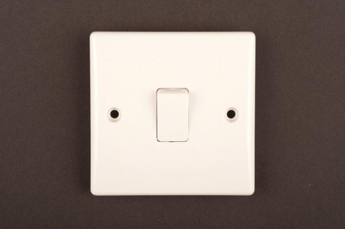 Dencon Slimline 10A Intermediate Switch to BS3676